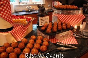 chicken-and-mozzarella-arancini-fra-diavolo-dip
