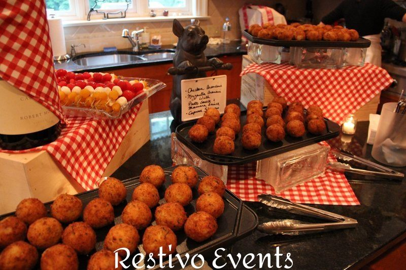 F28 - Chicken and Mozzarella Arancini with Fra and Diavolo Dip
